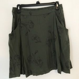 Old navy skirt - size small